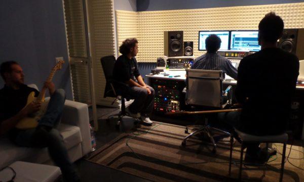 Session di registrazione di basso e chitarra per Ultreia, nuovo album di Randone in uscita alla fine di quest'anno